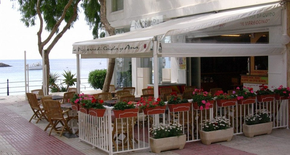 Restaurant Pizzeria for sale at the Promenade in Santa Eulalia (Ibiza)